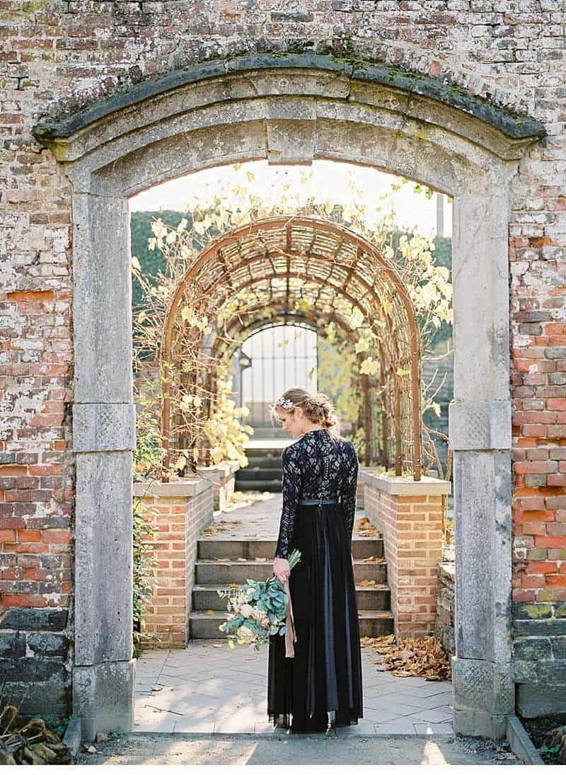 european-romance-old-world-styled-shoot_0024