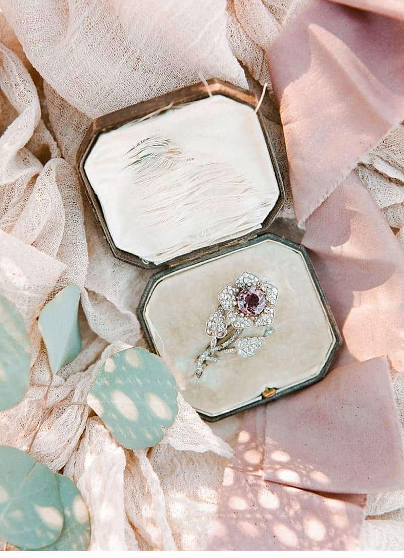 california-ranch-burgundy-wedding-inspiration_0004
