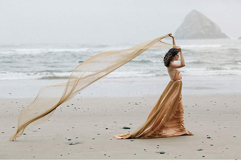 oregon-coast-emily-riggs-bridal-dresses_0010
