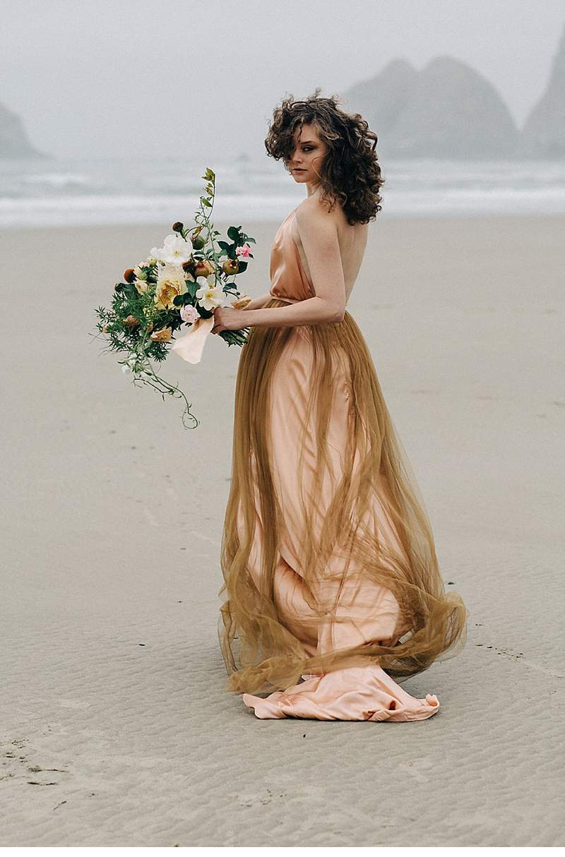 oregon-coast-emily-riggs-bridal-dresses_0022