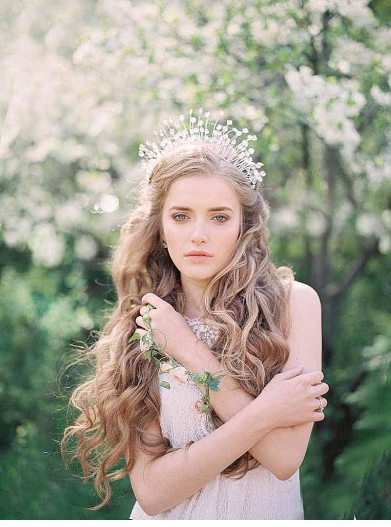 schlosshochzeit-prinzessin-fruehlingsblumen-braut-inspirationen-moskau_0001