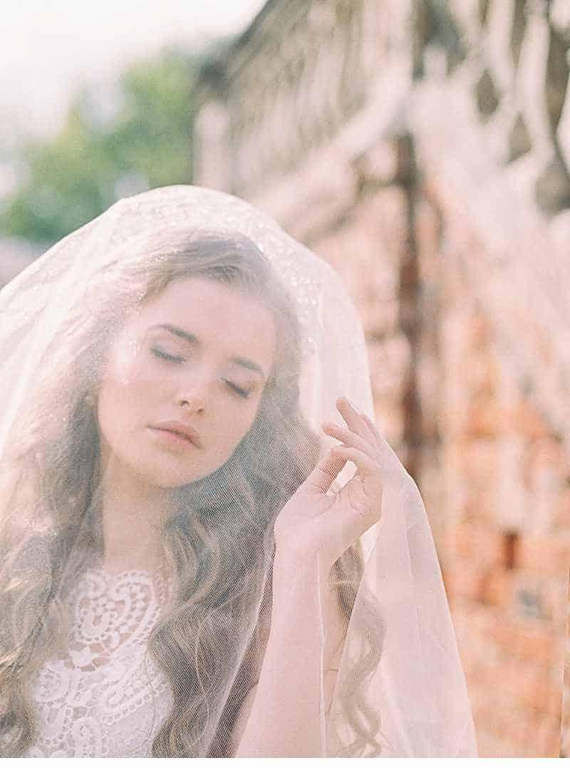 schlosshochzeit-prinzessin-fruehlingsblumen-braut-inspirationen-moskau_0013