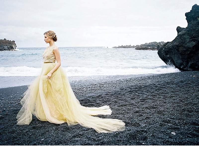 strandhochzeit-brautkleid-schwarz-gold-hawaii_0026