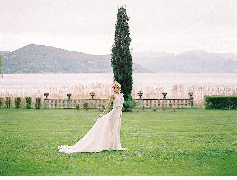 bridal-getting-ready-villa-rochetta-italy_0031a