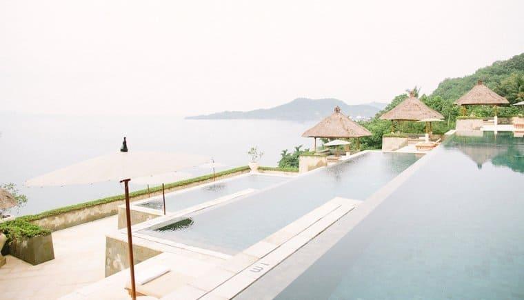 Balinesisches Strandelopement mit französischem Flair von Saya Photography