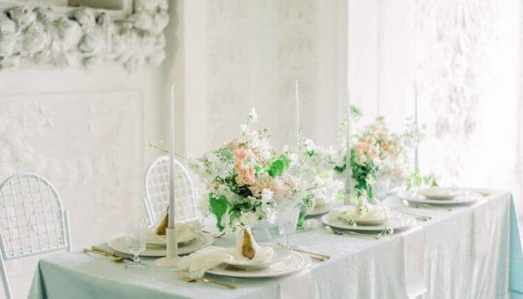 Traumhafte Schlosshochzeit in zarten Pastelltönen
